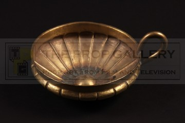 Alexander (Colin Farrell) poisoned cup