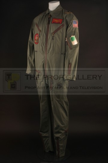 Captain Miller (Laurence Fishburne) flight suit