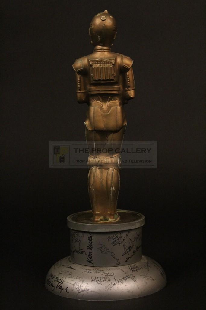 the prop gallery ilm c 3po oscar statuette presented to brian johnson