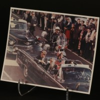 The Doctor (Christopher Eccleston) at JFK assassination photograph - Rose