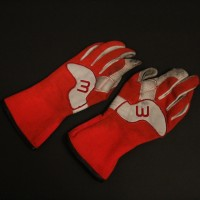 Jeff Tracy (Bill Paxton) gloves