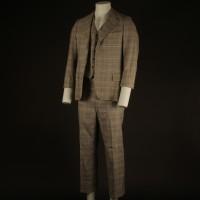 Albert Breslau (Alan Oppenheimer) suit