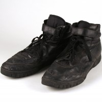 Captain Miller (Laurence Fishburne) boots