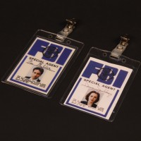 Fox Mulder (David Duchovny) & Dana Scully (Gillian Anderson) FBI badges