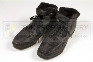 Captain Miller (Laurence Fishburne) boots