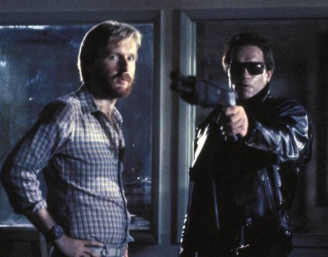 James Cameron directs Arnold Schwarzenegger behind the scenes.