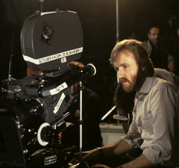 Director James Cameron behind the scenes on Aliens