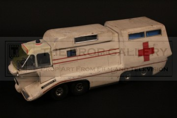 Crablogger base control/Ambulance filming miniature
