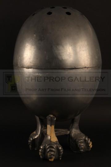 Oversized pepper pot