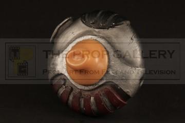 Riddick (Vin Diesel) breathing device