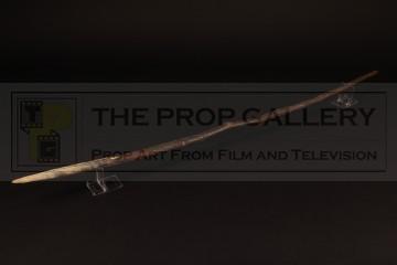 Chuck Noland (Tom Hanks) spear
