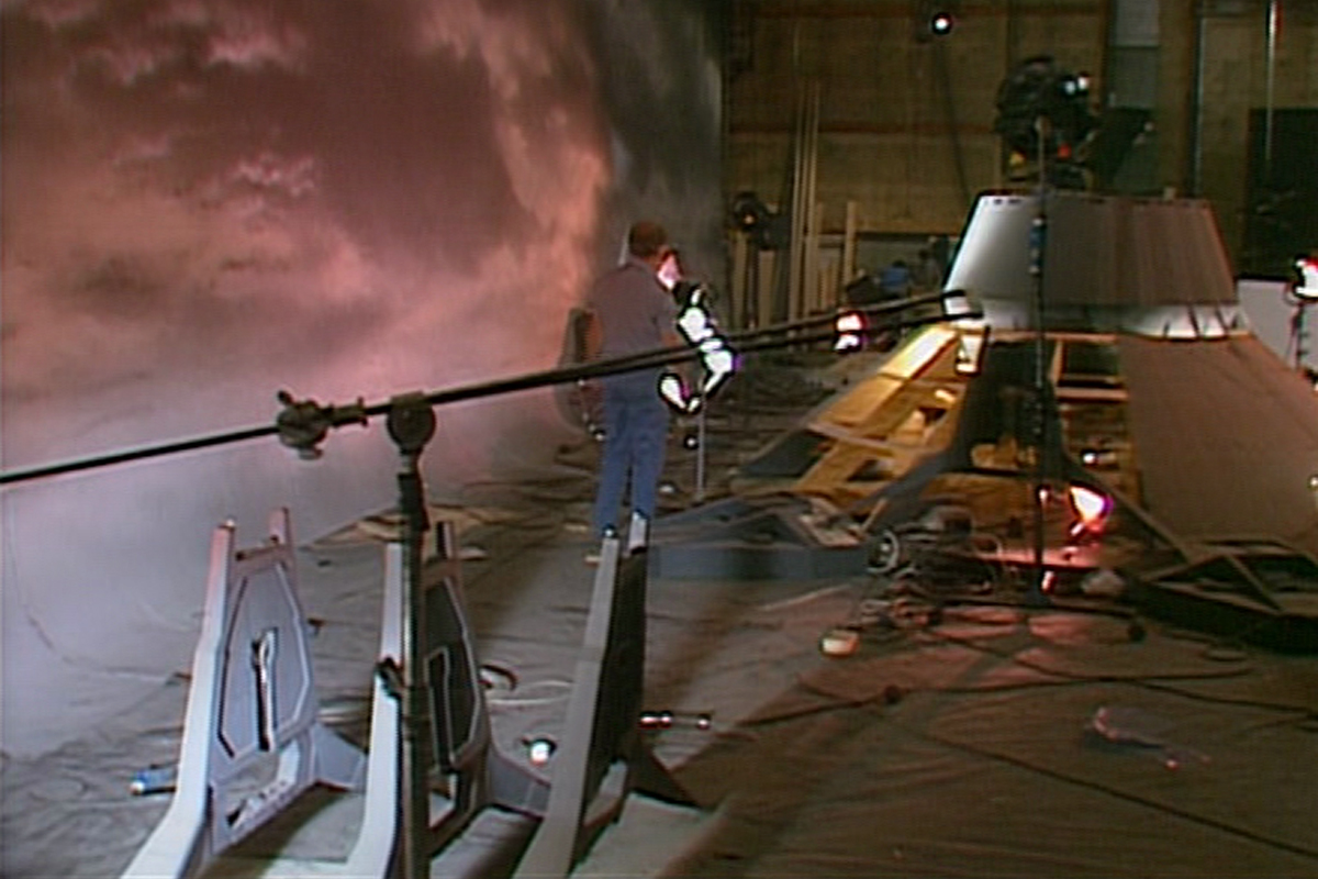 Behind the scenes at Pinewood Studios on James Cameron's Aliens.